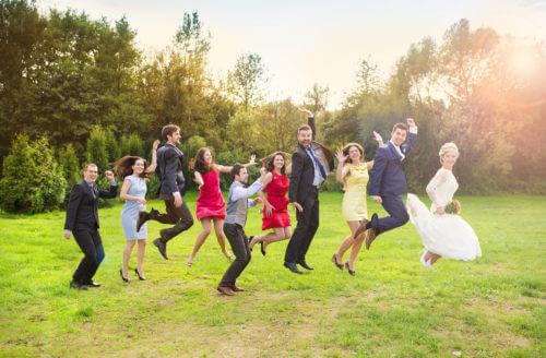 【友人の結婚式に参列】とびっきりのお洒落はレンタルドレスにお任せ