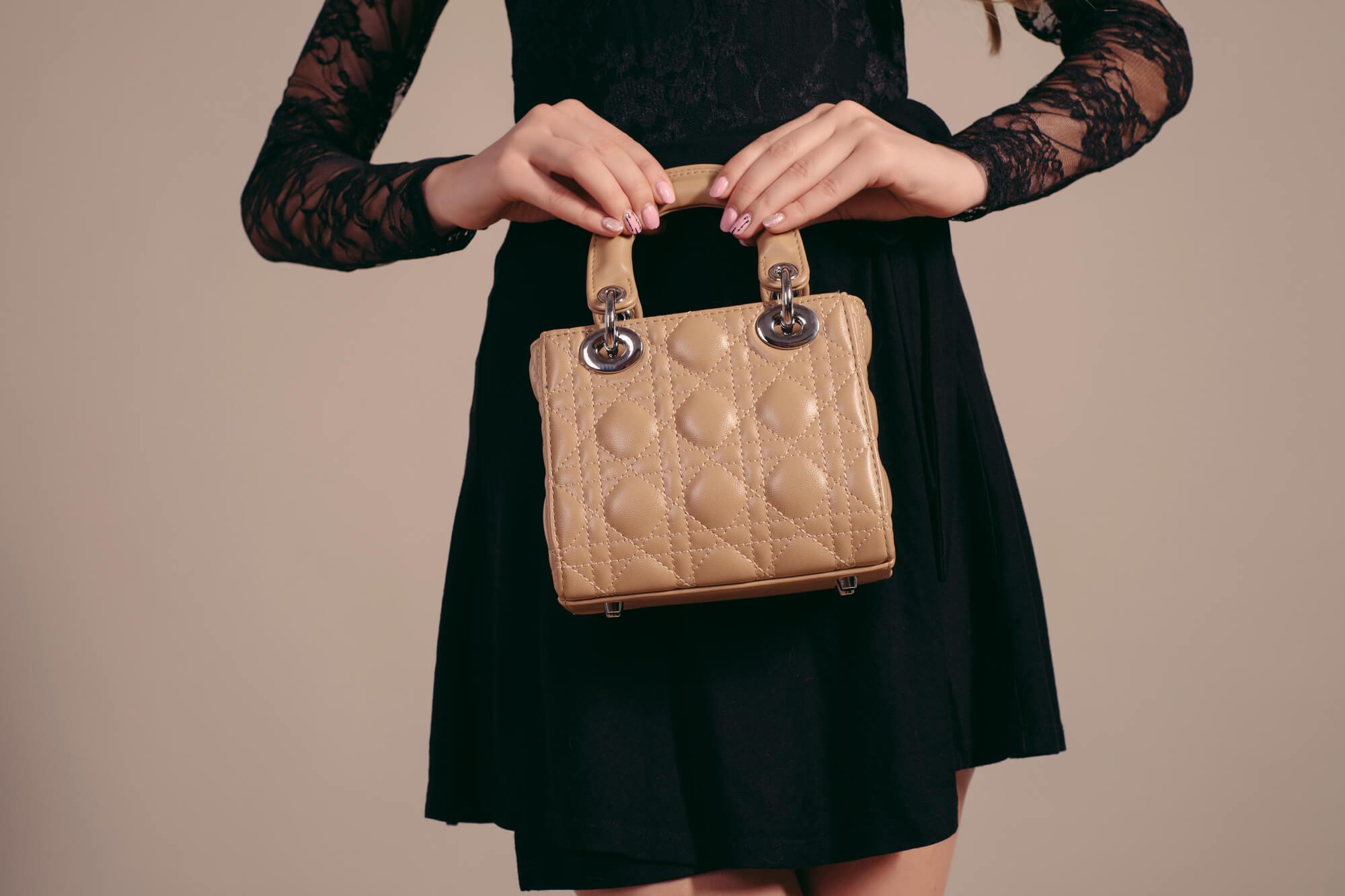 定番カラーのレンタルバッグ