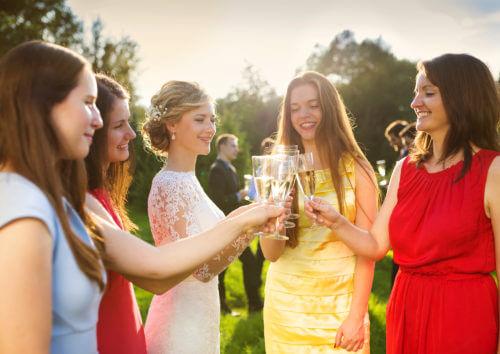 【30代のレンタルドレス】結婚式の悩み解決!定番から旬デザインまで