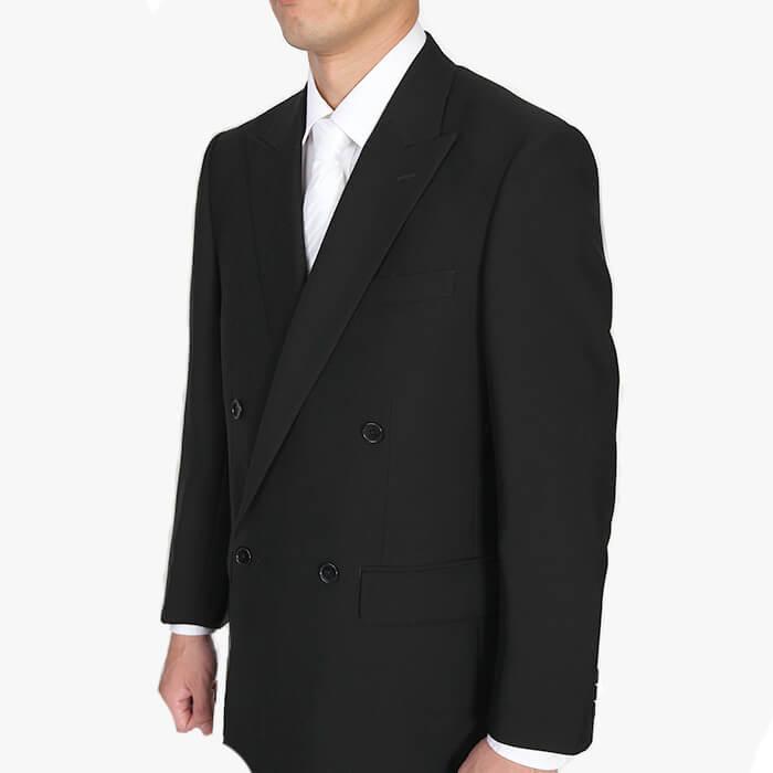 準礼装のブラックスーツ